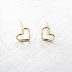 Jewelry - Dainty Heart Stud Earrings 💕